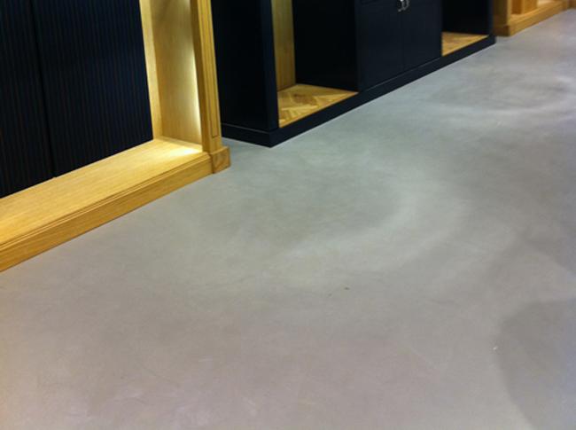 Betonlook gietvloer Duthler winkel #woonbeton #berkersvloeren #gietvloeren #betonlook