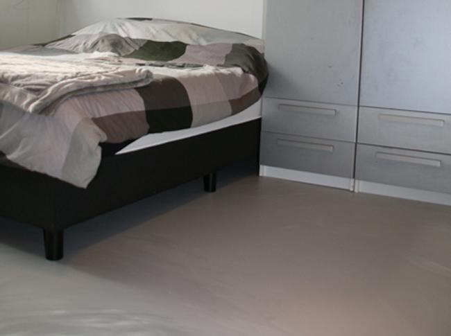 Betonlook PU gietvloer slaapkamer Brabant #woonbeton #berkersvloeren #gietvloeren #betonlook