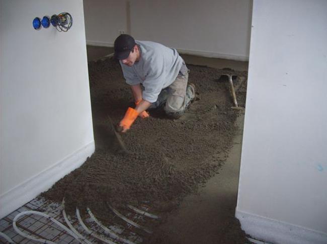 Cementdekvloer in realisatie