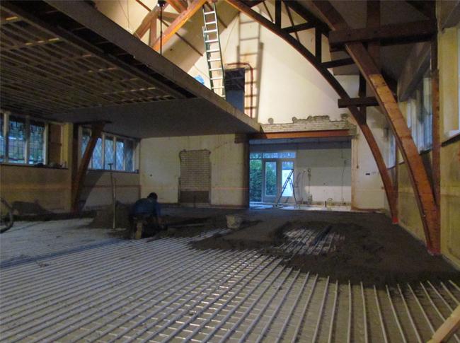 Cementdekvloer met vloerverwarming