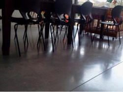 Gevlinderde en gepolijste betonvloer